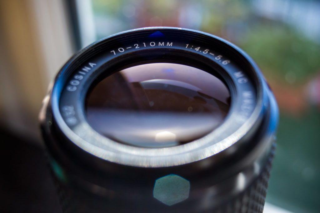 vue de dessus : Objectif Cosina à monture minolta MC télézoom 70-200mm F/4.5-5.6 macro